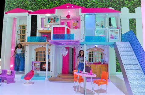 videos de casas de barbie anche la casa dei sogni di barbie abbraccia l internet of