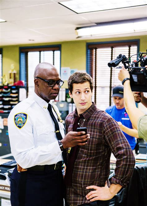 chelsea peretti helicopter andre braugher and andy samberg on brooklyn nine nine