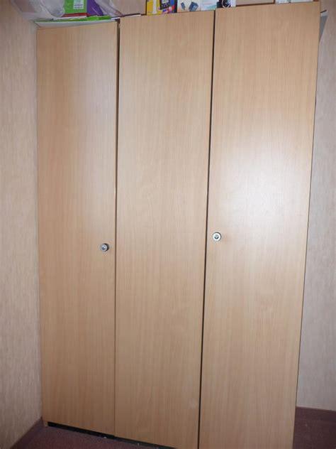 schranktüren schiebetüren moderne wohnzimmerbeispiele