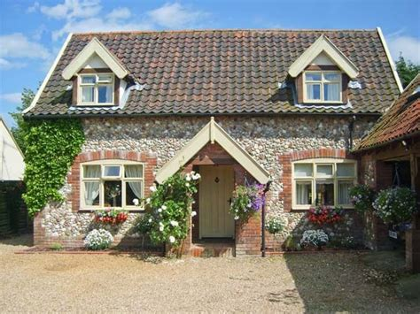 walk of the month castle acre sykes holiday cottages