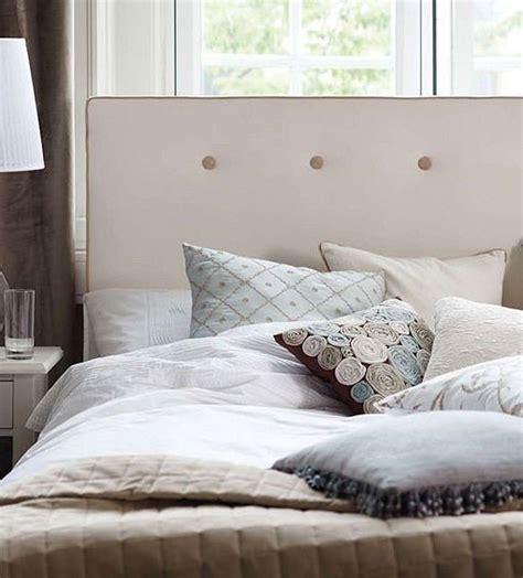 decorar cama con tela ideas para decorar el cabecero con tela desenfundable