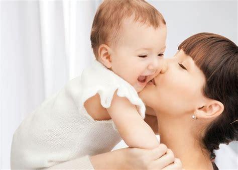 alimentazione a sei mesi tappe di sviluppo il bambino a 6 mesi mamma felice