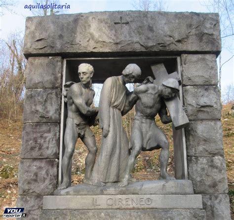aiuto gesu a portare la croce v stazione ges 249 232 aiutato dal cireneo a portare la croce