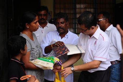 Sarung Wanita Sunda Jaya Sjt air mata keluarga miskin india saat terima sumbangan dap