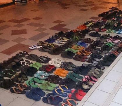 keren sandal acak acakan  masjid jadi rapi media muda