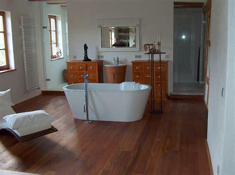 Holzfußboden Im Badezimmer by Badezimmer Feinschliff Parkett Parkett Im Bad