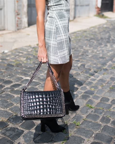 4 Handbag Styles You Need In Your Closet by 3 Fall Trends You Need In Your Closet Theincogneatist By