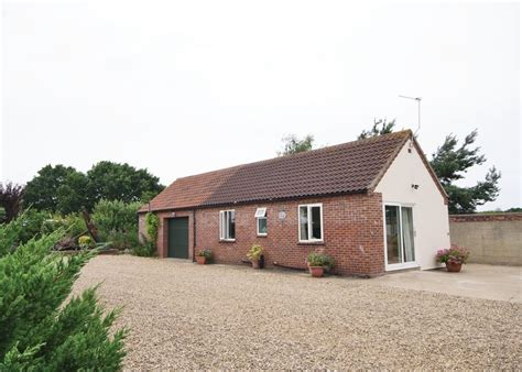 garden cottage in wroxham selfcatering travel