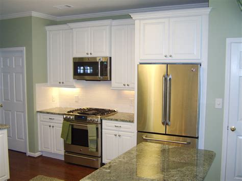 Princeton Kitchen Cabinet Princeton Maple In White Icing Finish By Schuler Cabinetry Traditional Kitchen Atlanta