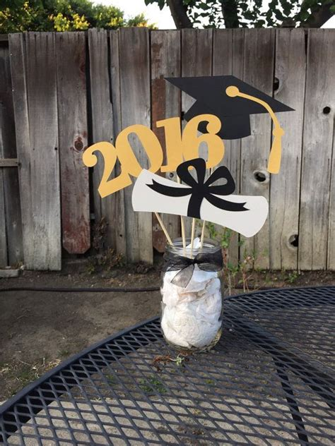 Graduation Decoration Ideas by 25 Best Ideas About Graduation Centerpiece On