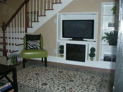 clean simple  uncluttered  peninsula home staging