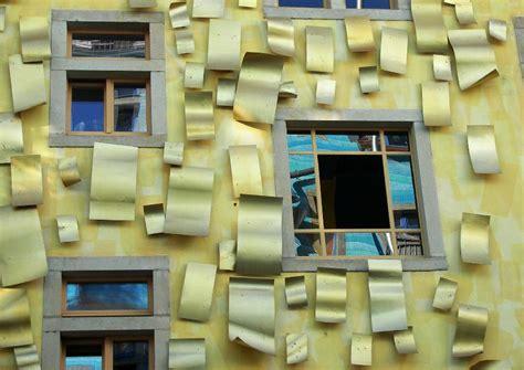 fassade gelb fassadenkunst gelbe fassade