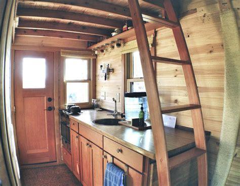 tammy strobel tiny house leben im tiny house alltag auf 12 quadratmetern roomido