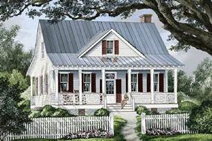10 000 Square Foot House Plans Farmhouse Style House Plan 3 Beds 2 5 Baths 1738 Sq Ft