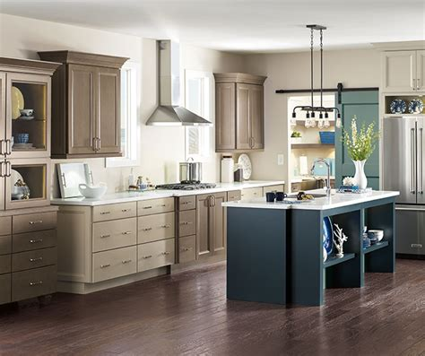 maple kitchen cabinets lowes diamond at lowes merrin maple seal