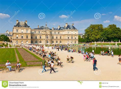 il giardino di e sole giorno pieno di sole a il giardino di lussemburgo parigi