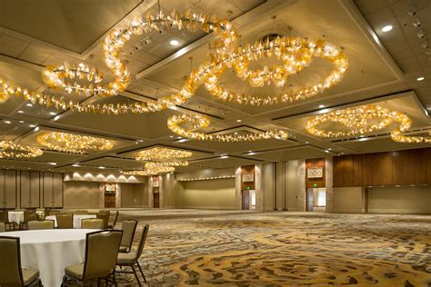 Unique Crystal Chandeliers Hilton Hawaiian Village Coral Ballroom Amp Prefunction Area