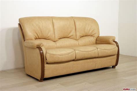 divani schienale alto divano scorniciato con legno a vista e schienale alto