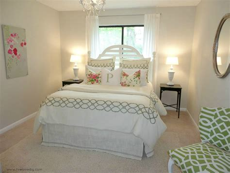 Dress Up Decorate Bedrooms by How To Dress Up A Bedroom How To Dress Up A Bedroom With