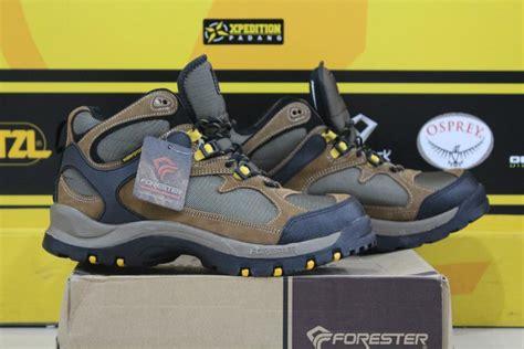 Sepatu Merk Quechua 7 rekomendasi sepatu hiking murah untuk naik gunung