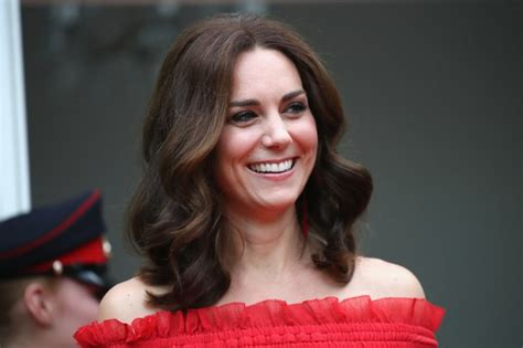 kate middleton s shocking new hairstyle kate middleton debuted a new bob hairstyle glamour