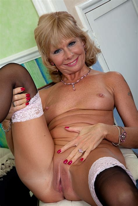Older Mature Babe Cathy Oakley Naked In Only Stockings Mature Muff Best Sexy Mature Muff In