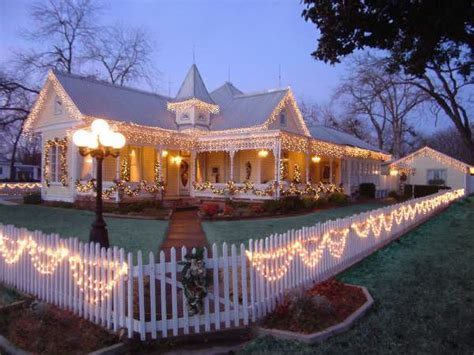 Absolute Charm Bed And Breakfast Reservation Service In Fredericksburg Tx Yellowbot