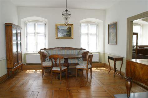 haustür holz grau wohnzimmer beige weiss
