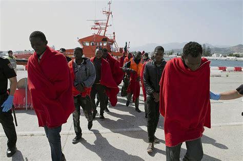 cadena ser motril 31 inmigrantes llegan al puerto de motril radio motril