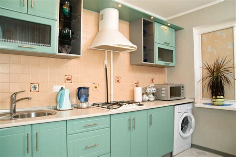25 pastel kitchens that channel the 1950s