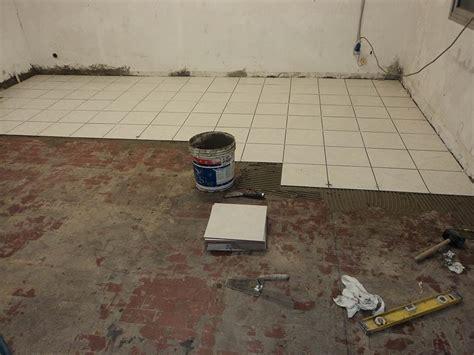 posatore piastrelle posa piastrelle pavimento