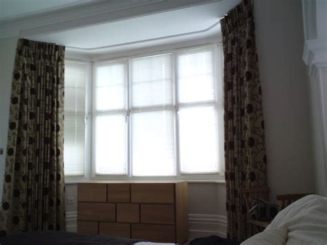 bay window curtain pole ceiling fix curtain fitting installation in dubai across uae call