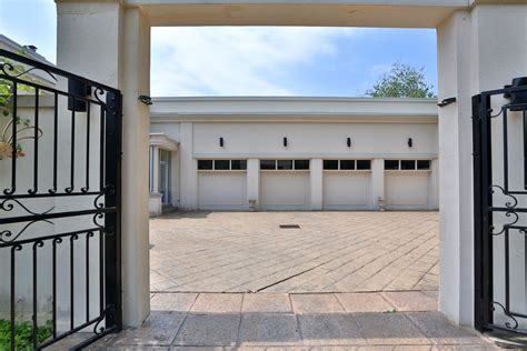 Garage Road by Robert Herjavec S 16 High Point Road Asks 18 8m Better