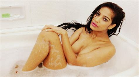 bathroom hot images poonam pandey to enter bigg boss 7