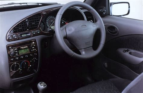 Ford Mondeo 2001 Interior by Ford Hatchback Review 1999 2002 Parkers