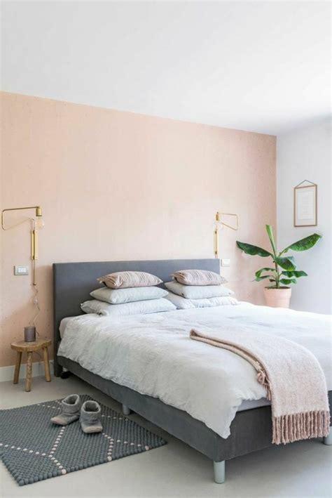 moderne schlafzimmer tapeten grau dezente farben als trend pfirsich und grau kombinieren