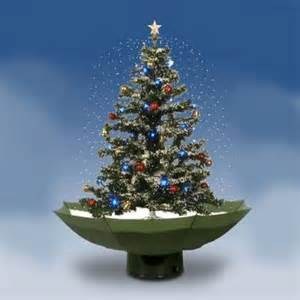 snowing christmastree unterm christbaum hagelts styropor