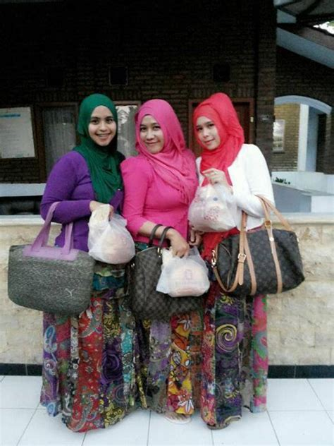 Hilda Celana Wanita zuraida and friends 4 jilbabsemok