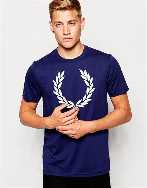 fred perry t shirt with laurel wreath logo in navy