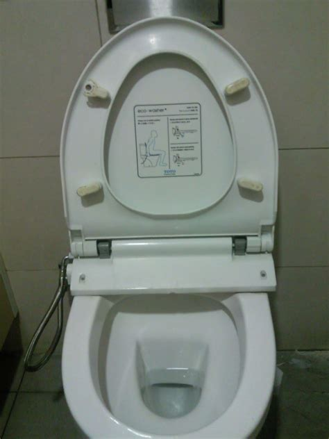Automatic Toilet Washer A Day In Sg Auto Toilet Wash Do Not Need To Lift Fingers