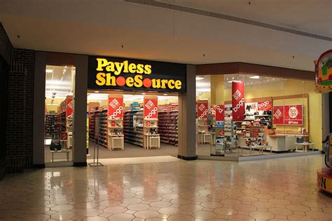 Payless Furniture Ks by Reliance Retail Inks Franchise Deal With American Retailer
