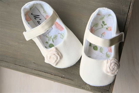 Ivory Crib Shoes by Ivory Flower Shoes Ivory Baby Shoes White Baby Shoes