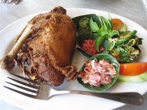 resep bebek goreng empuk sambal hijau  madura aneka