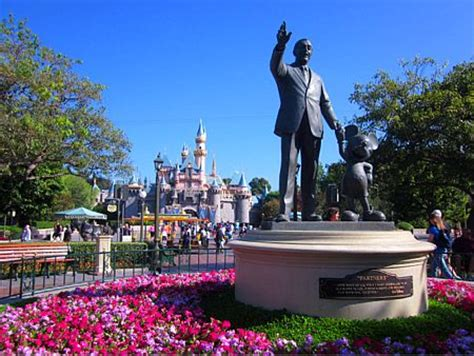 Disneyland Packages Best Way To Book Your Disneyland by Disneyland Travel Deals Ways To Save On Your Disneyland