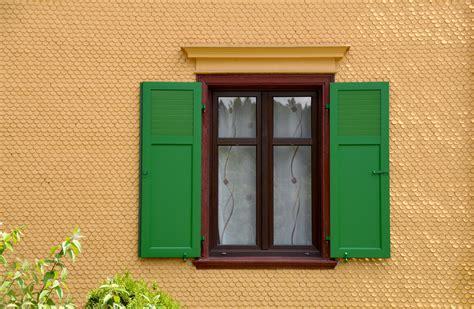 desain pintu gudang gambar bangunan dinding gudang pedesaan hijau penglihatan