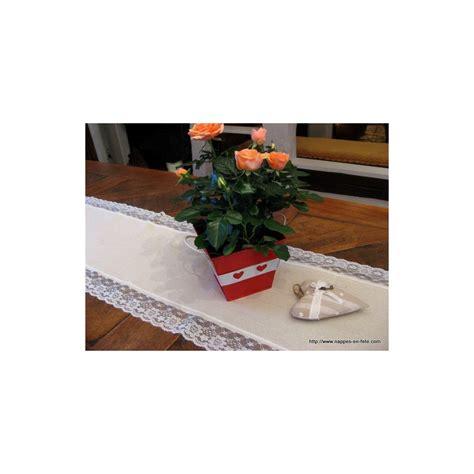 chemin de table en toile de jute et dentelle