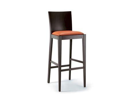 sgabelli bar in legno sgabello in legno di faggio sedile imbottito idfdesign