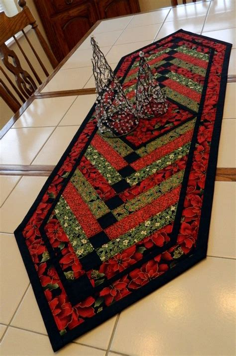Diy Table Runner by 17 Diy Quilted Table Runner Ideas For All Year