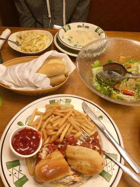 olive garden 7 lunch lunch 7 99 chicken parmesan sandwich w fries w salad and breadsticks 7 99 fettuccine