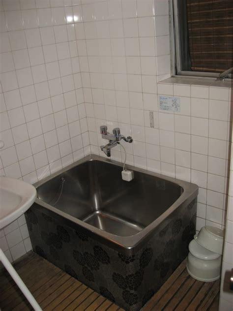 small bathroom ideas with tub smallest bathtub in the world photo by jordaloo billabong bathroom ideas bathtubs